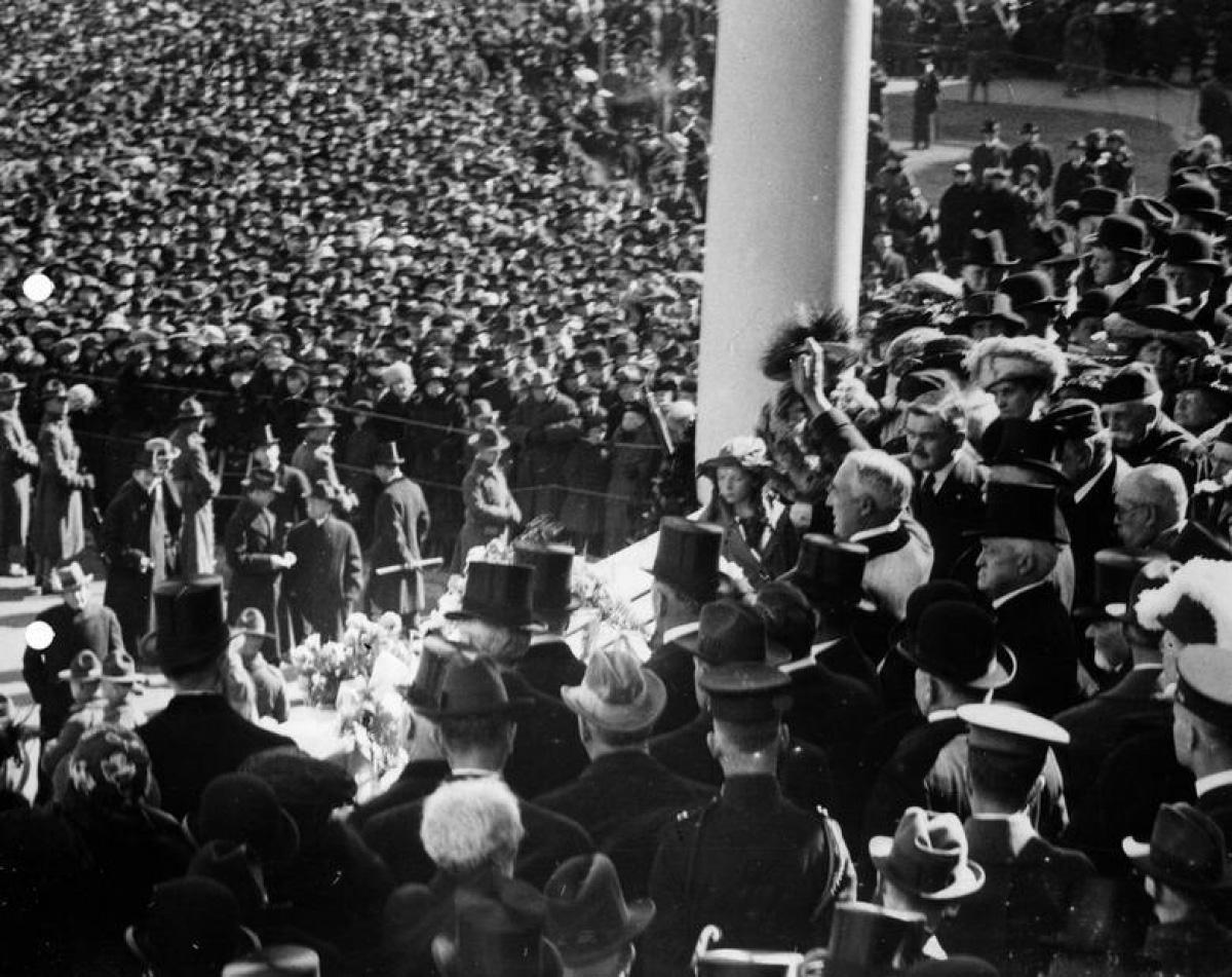 Nhìn lại những hình ảnh ấn tượng trong lễ nhậm chức của các Tổng thống Mỹ - Ảnh 10.