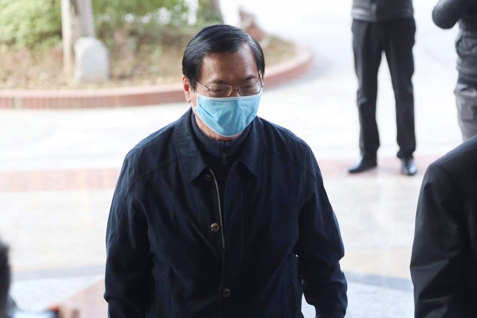 Ông Vũ Huy Hoàng xin được sử dụng thuốc tại phiên tòa - Ảnh 2.