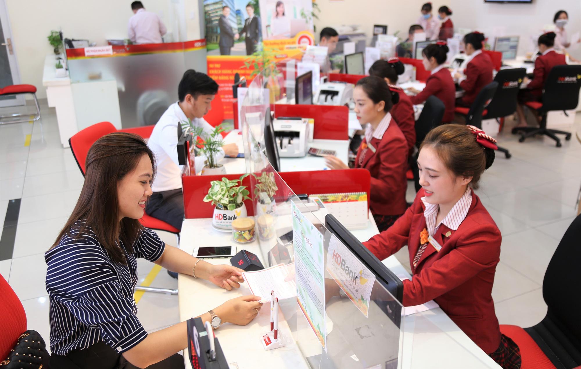 Gửi tiết kiệm ở HDBank nhận lộc tiền tỷ - Ảnh 2.
