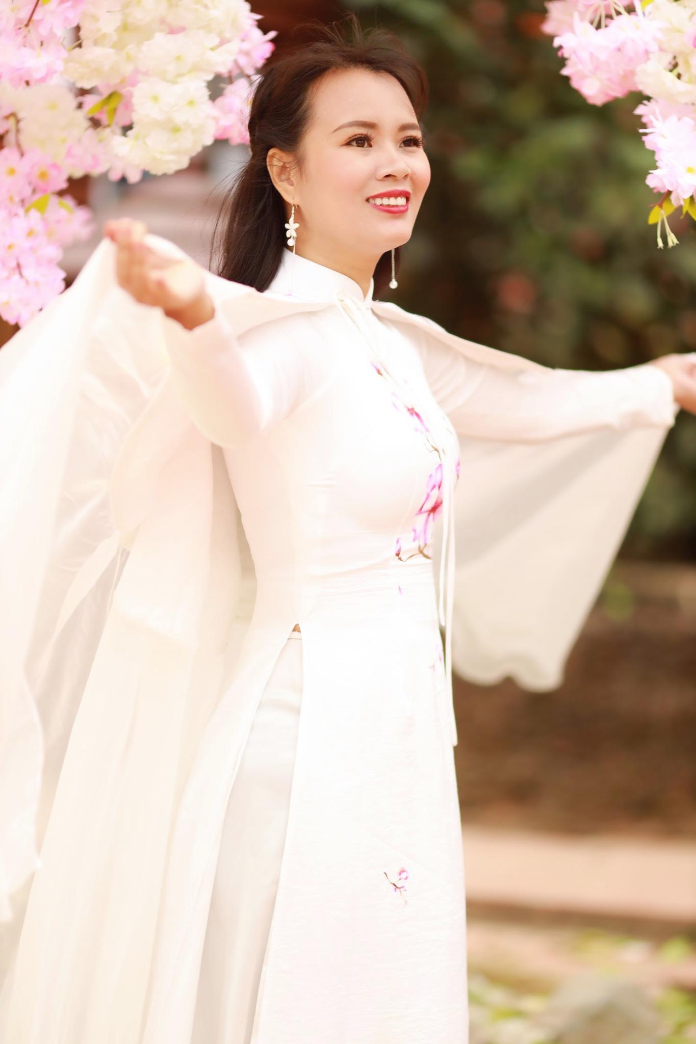 Vẻ đẹp thần tiên tỉ tỉ của Phạm Thị Ngọc Thanh trong bộ ảnh đón xuân - Ảnh 1.