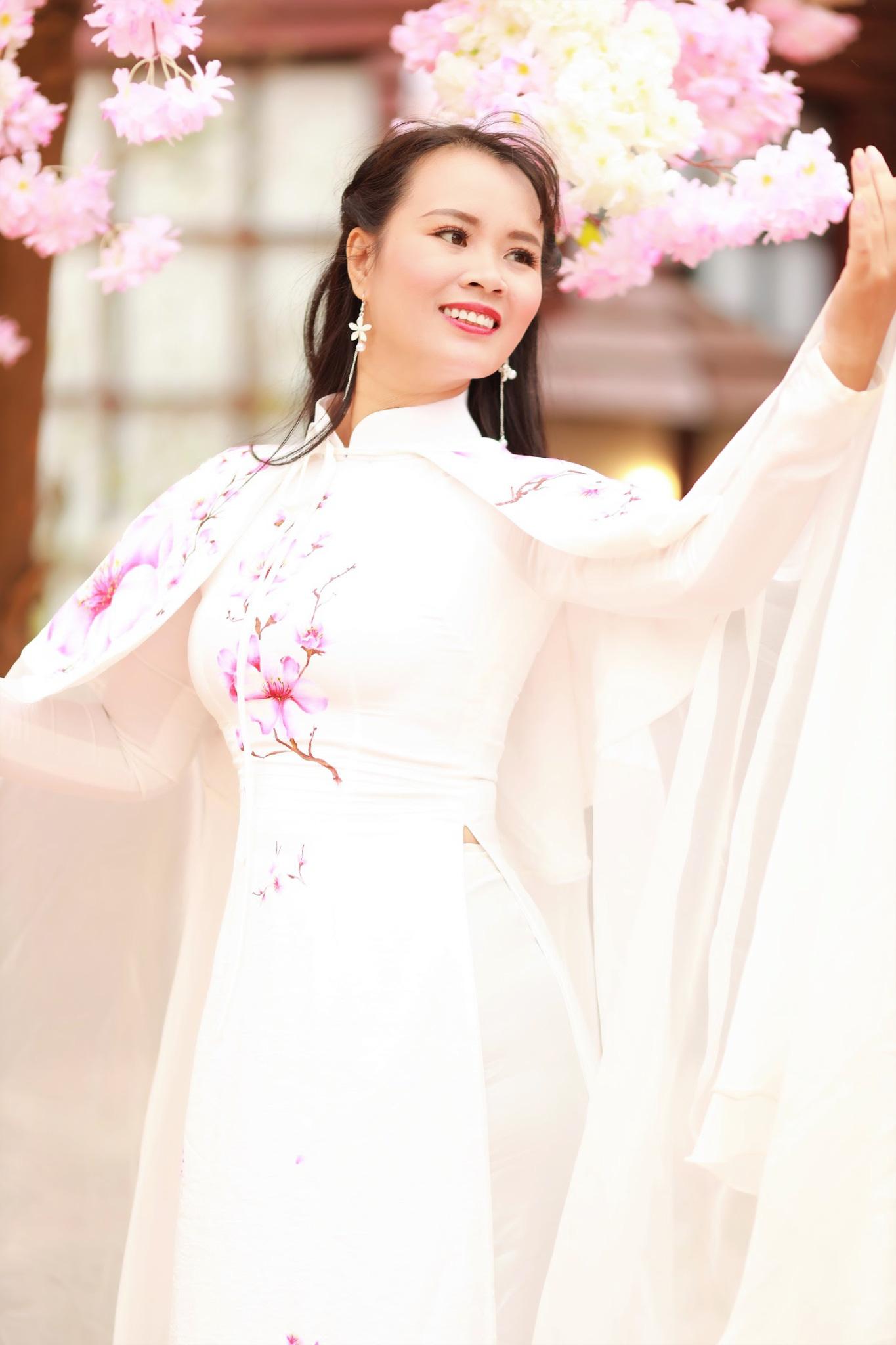 Vẻ đẹp thần tiên tỉ tỉ của Phạm Thị Ngọc Thanh trong bộ ảnh đón xuân - Ảnh 2.