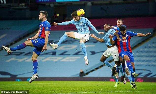 """Man City hạ Crystal Palace, HLV Guardiola lại nhắc tới """"mùa giải kỳ lạ"""" - Ảnh 1."""