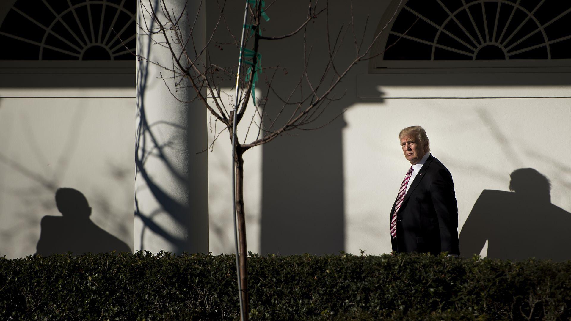 Trump đối mặt với cuộc chiến pháp lý đáng sợ sau khi ông rời Nhà Trắng - Ảnh 1.