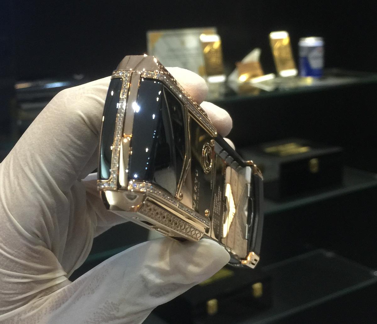 Cận cảnh chiếc điện thoại Vertu độ vàng, kim cương đỉnh cao - Ảnh 4.
