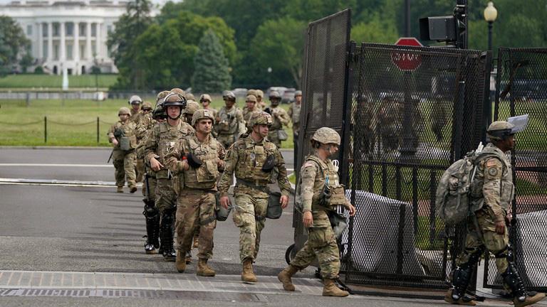 Lo ngại tấn công, FBI kiểm tra cả Vệ binh quốc gia - Ảnh 1.