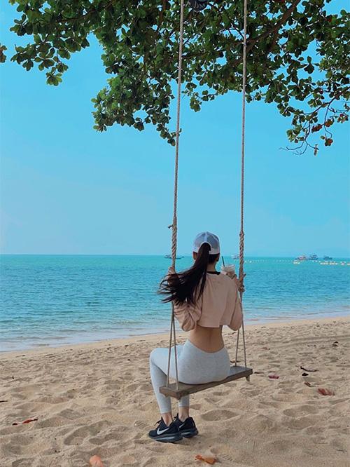Đặng Văn Lâm đi biển cùng bạn gái, báo Thái Lan đồng loạt... chê bai - Ảnh 1.