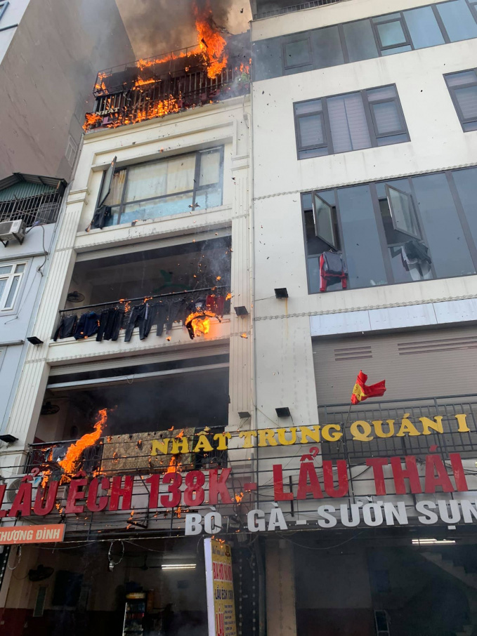 Clip: Cháy lớn tại một quán lẩu ở Thượng Đình, Hà Nội - Ảnh 3.