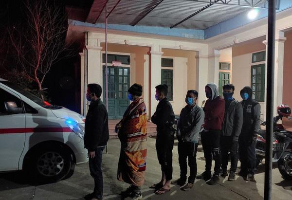 Nghệ An: Lợi dụng đêm tối, 7 thanh niên băng rừng vượt biên nhập cảnh trái phép - Ảnh 1.