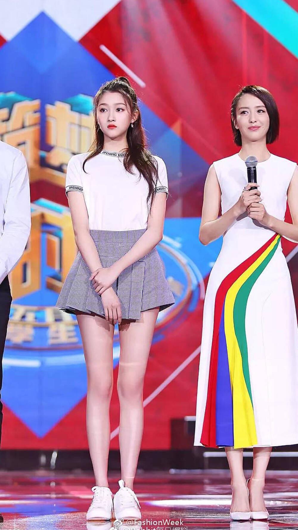 Tiểu Hoa Đán 9x Quan Hiểu Đồng khoe chân dài 108 cm - Ảnh 13.