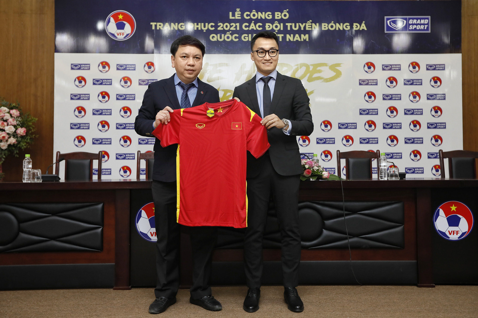 Grand Sport ra mắt mẫu áo thi đấu của ĐT Việt Nam - Ảnh 2.
