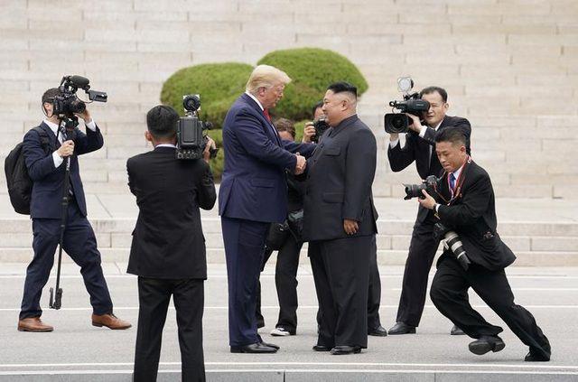 Những bức ảnh ghi dấu ấn của Tổng thống Mỹ Donald Trump trên chính trường thế giới - Ảnh 1.