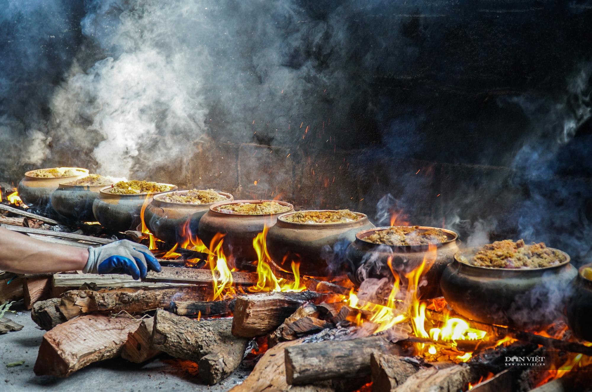 Nghi ngút khói bếp kho cá làng Vũ Đại những ngày cận Tết - Ảnh 1.