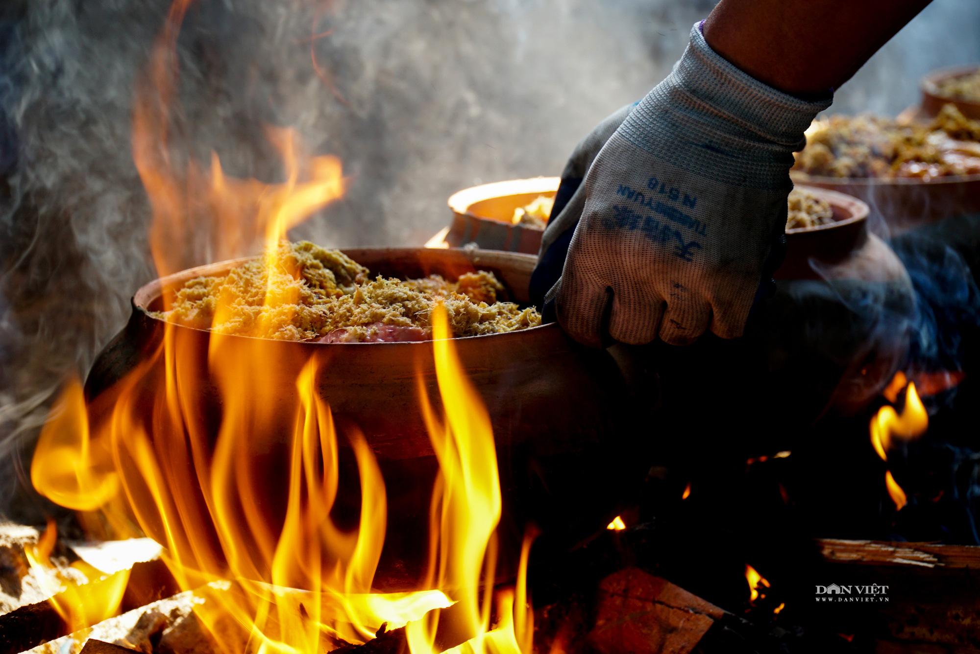 Nghi ngút khói bếp kho cá làng Vũ Đại những ngày cận Tết - Ảnh 10.