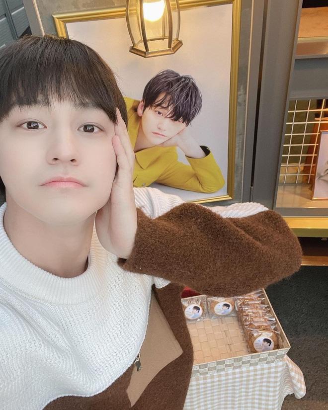 """5 sao nam Hàn Quốc ở 30 tuổi vẫn đóng vai sinh viên khiến fan nữ """"phát cuồng"""" - Ảnh 2."""