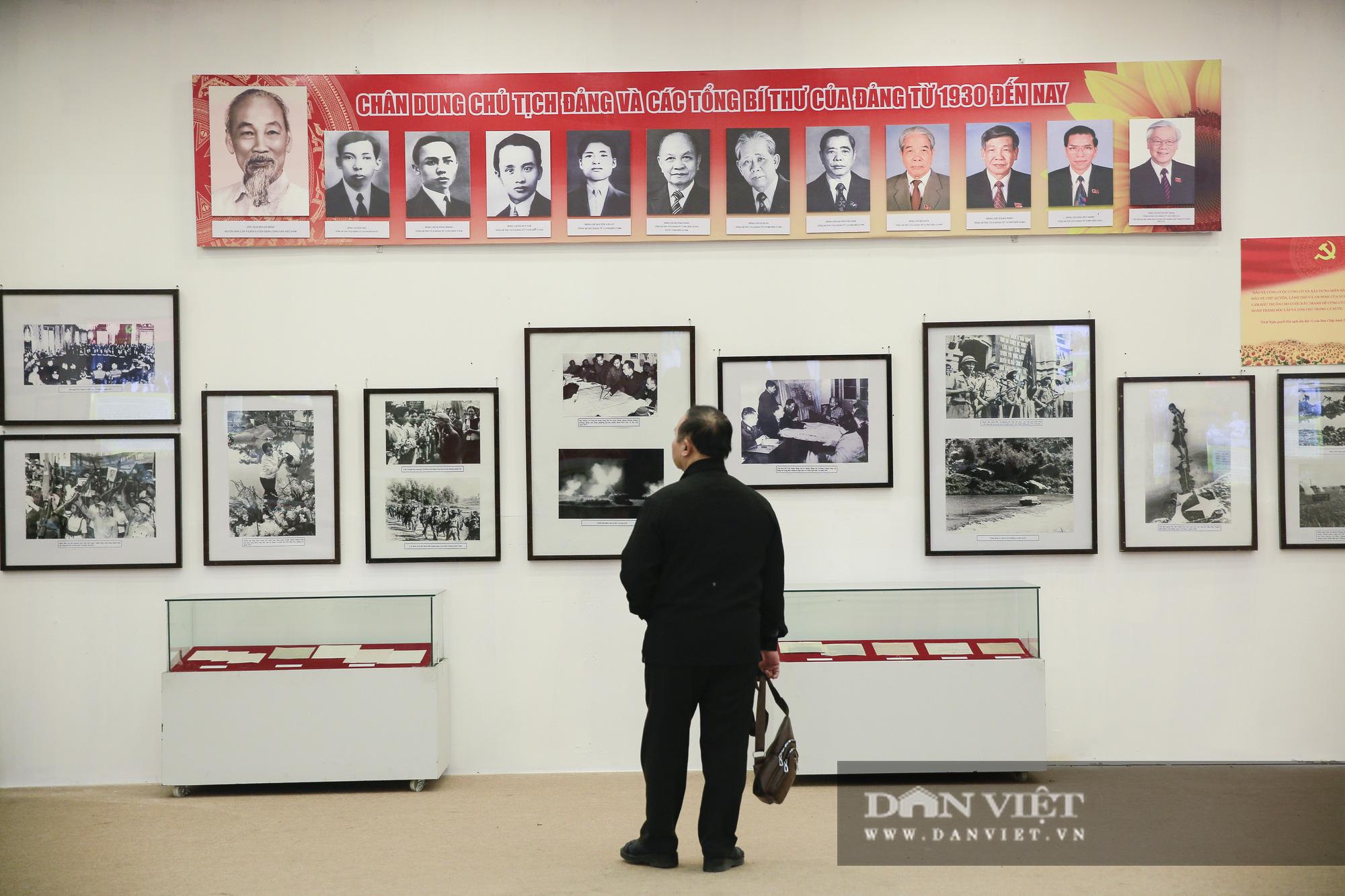 """Cận cảnh những tư liệu quý và khí tài quân sự Việt Nam tại triển lãm """"Đảng ta thật là vĩ đại"""" - Ảnh 1."""