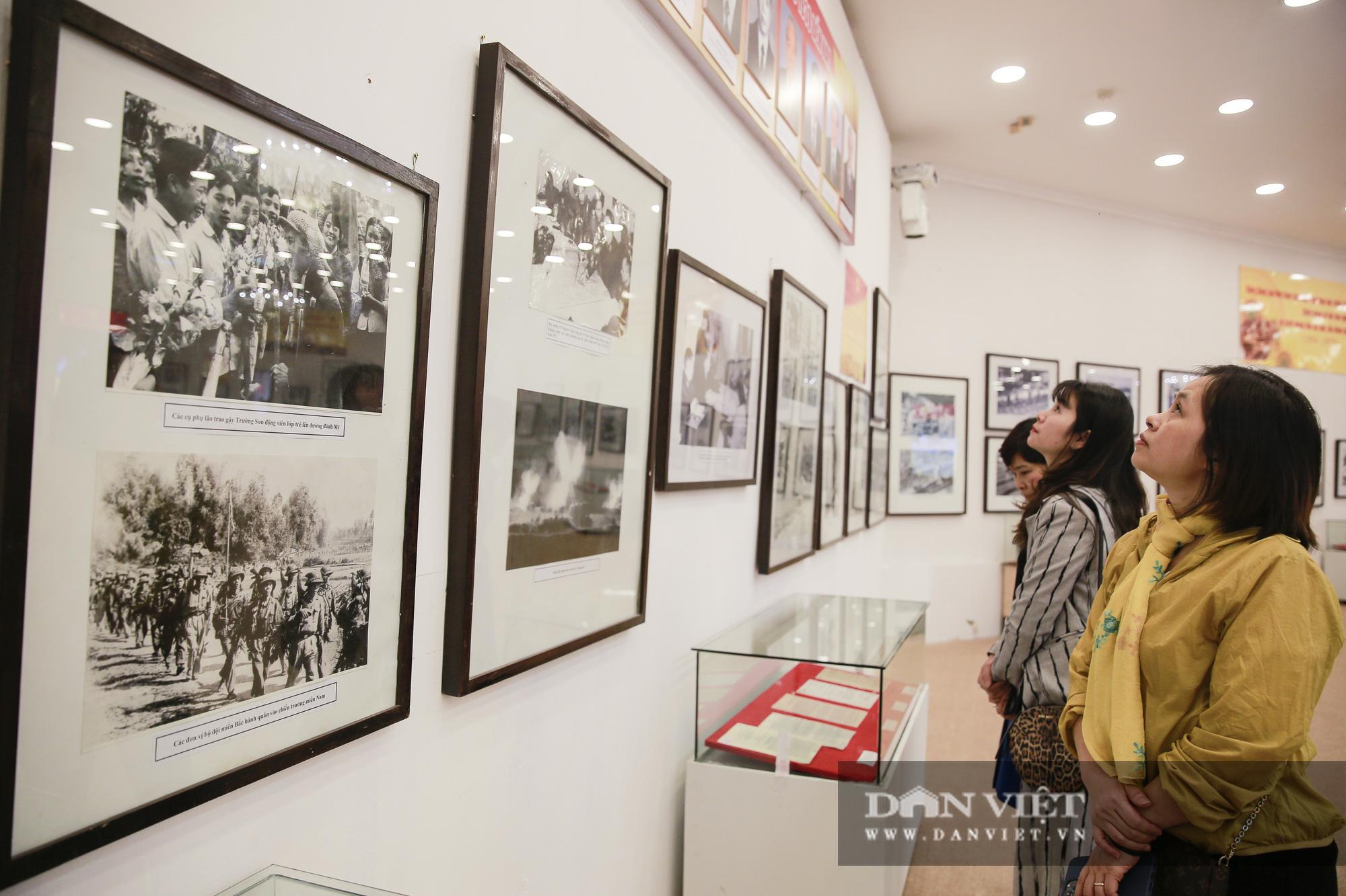 """Cận cảnh những tư liệu quý và khí tài quân sự Việt Nam tại triển lãm """"Đảng ta thật là vĩ đại"""" - Ảnh 10."""