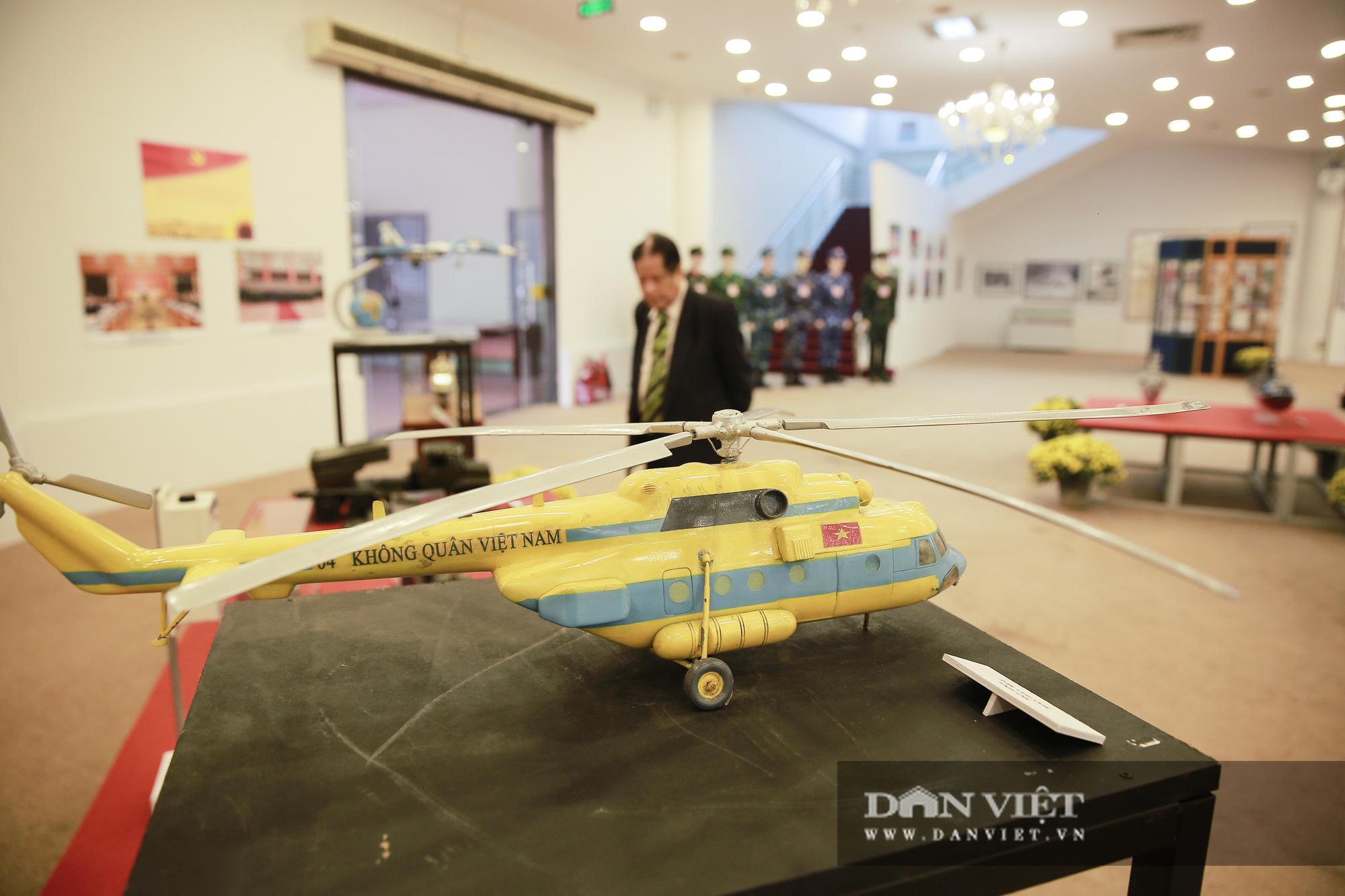 """Cận cảnh những tư liệu quý và khí tài quân sự Việt Nam tại triển lãm """"Đảng ta thật là vĩ đại"""" - Ảnh 6."""