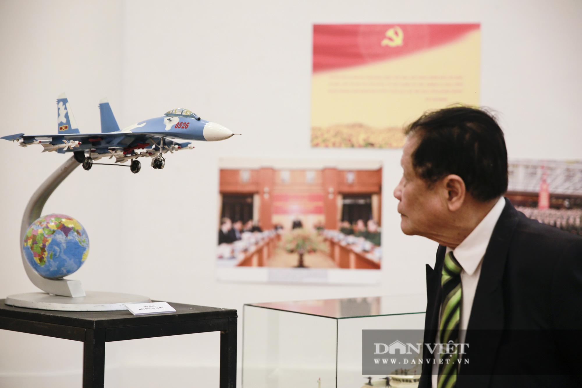 """Cận cảnh những tư liệu quý và khí tài quân sự Việt Nam tại triển lãm """"Đảng ta thật là vĩ đại"""" - Ảnh 7."""