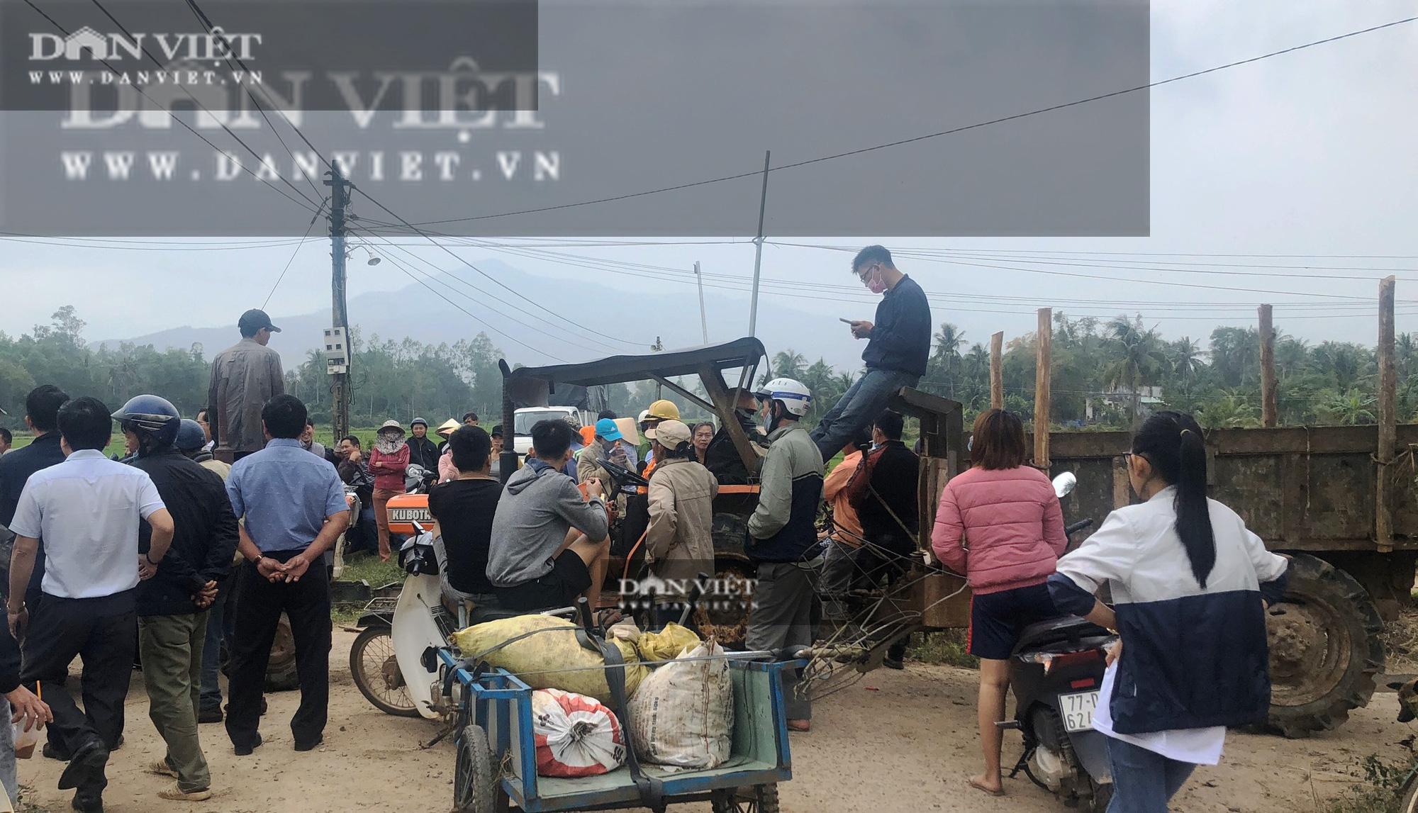 Bình Định: Dân chặn ôtô chở lãnh đạo huyện đến dự khánh thành Nhà máy điện mặt trời Mỹ Hiệp  - Ảnh 1.