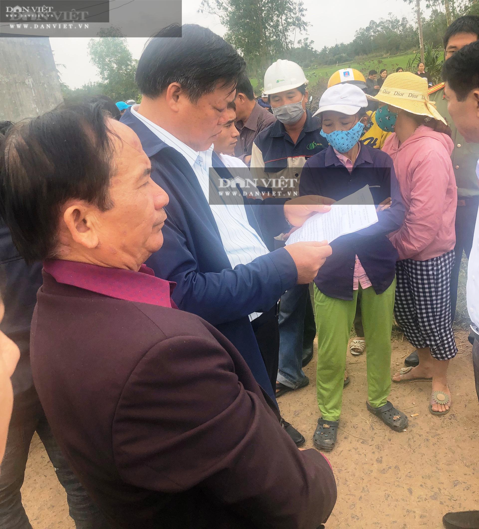 Bình Định: Dân chặn ôtô chở lãnh đạo huyện đến dự khánh thành Nhà máy điện mặt trời Mỹ Hiệp  - Ảnh 2.
