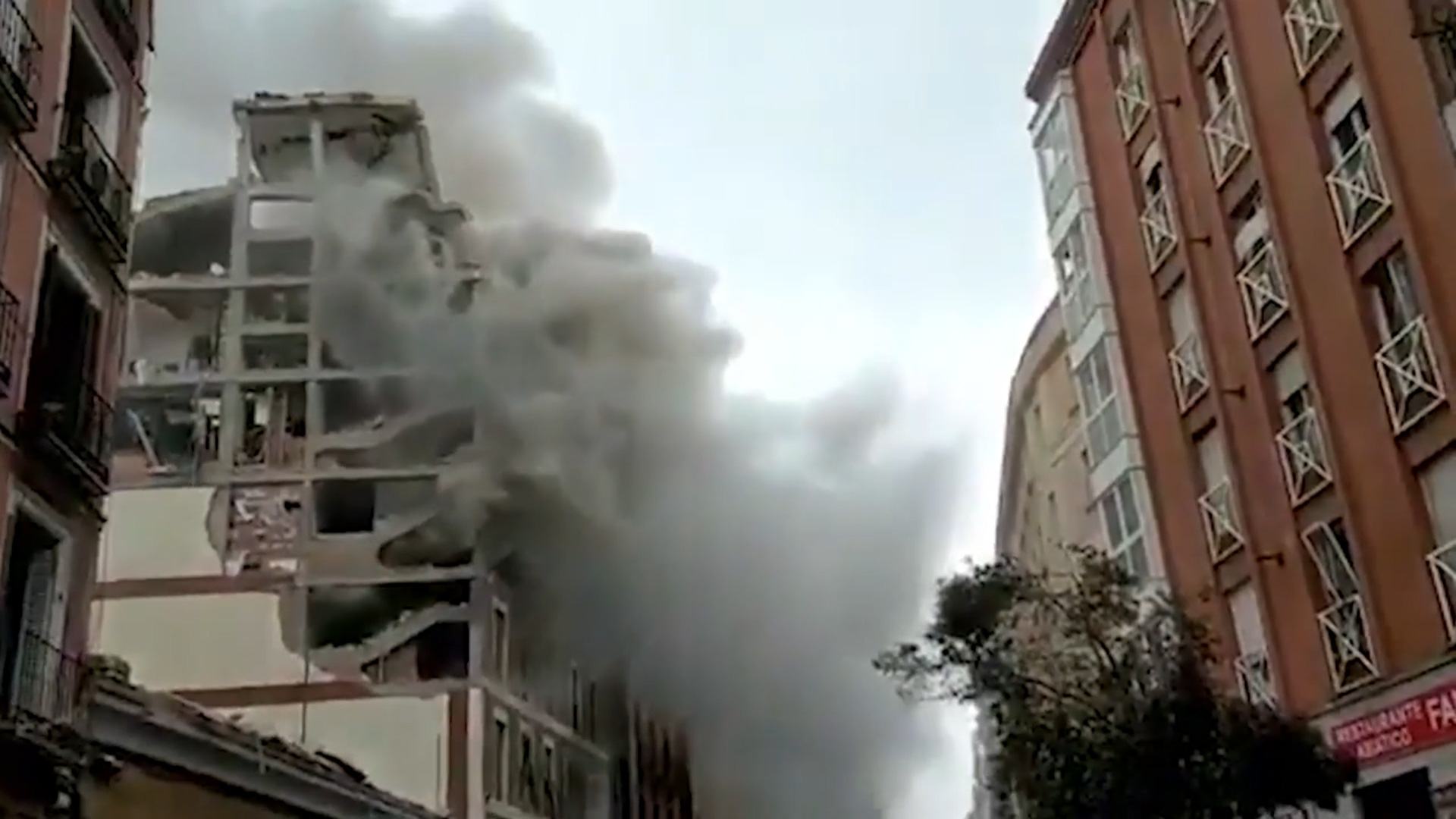 Một vụ nổ lớn rung chuyển đường phố Toledo ở trung tâm Madrid (Tây Ban Nha) - Ảnh 2.