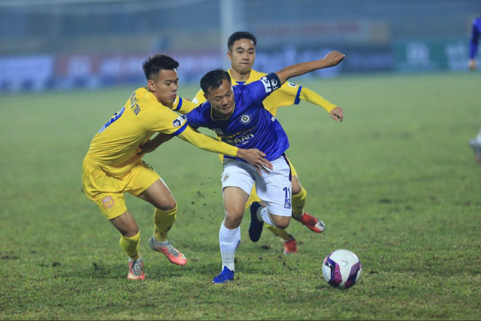 Thành Lương cùng Hà Nội FC đã thua chủ nhà Nam Định 0-3 ở trận ra quân V.League 2021.