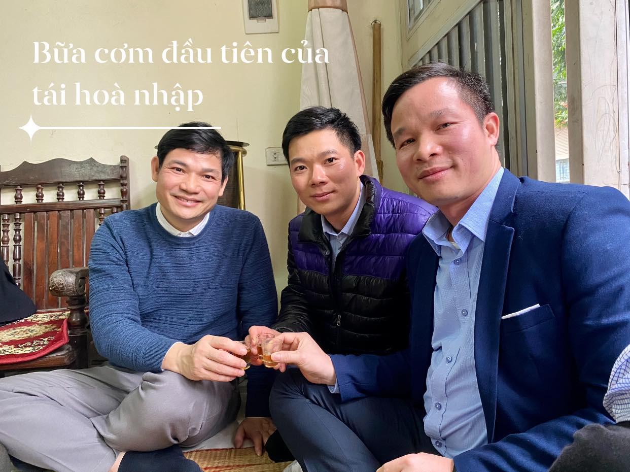 Xúc động hình ảnh cựu bác sĩ Hoàng Công Lương trở về từ trại giam đoàn tụ cùng gia đình - Ảnh 4.