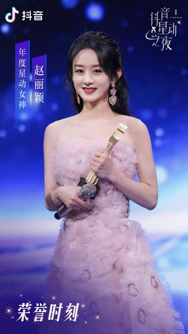 """Triệu Lệ Dĩnh xinh đẹp tựa nữ thần, """"thắng đậm"""" tại đêm hội Douyin 2020 - Ảnh 3."""