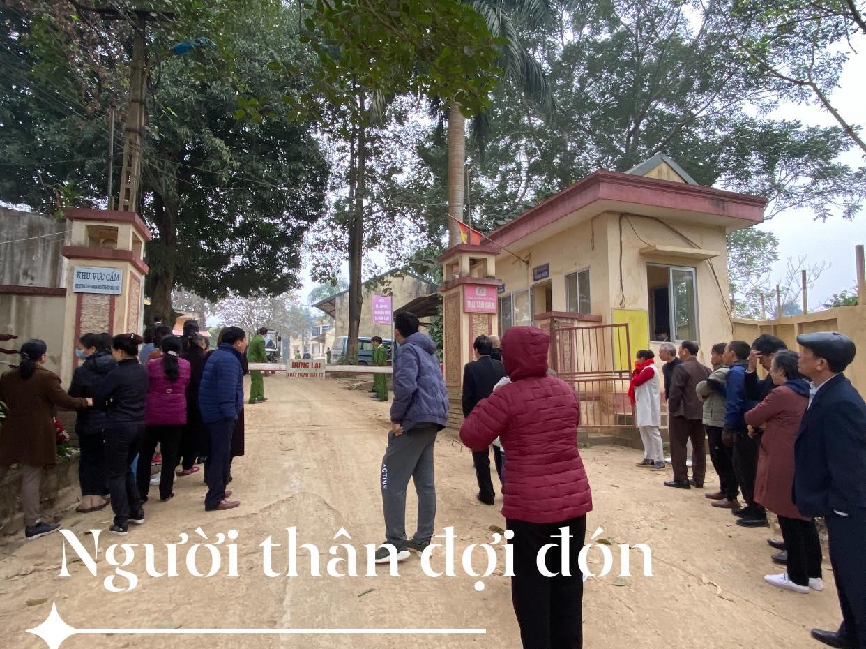 Xúc động hình ảnh cựu bác sĩ Hoàng Công Lương trở về từ trại giam đoàn tụ cùng gia đình - Ảnh 2.