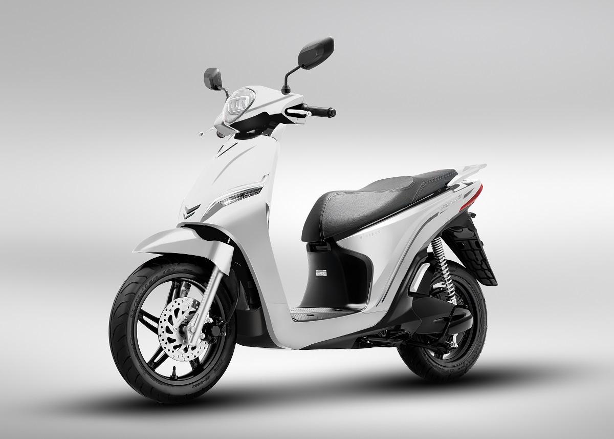 VinFast ra mắt hai dòng xe máy điện mới và công bố mô hình trải nghiệm mua sắm O2O - Ảnh 2.