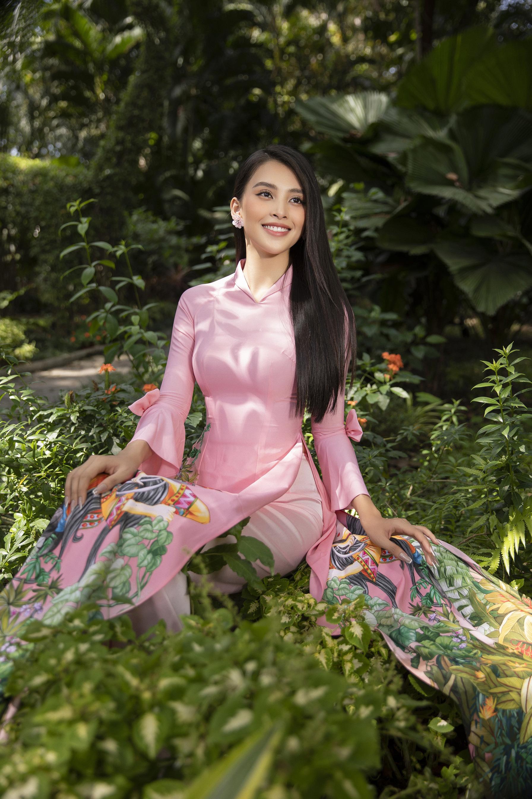 """""""Phát hờn"""" vì Trần Tiểu Vy mặc áo dài xinh đẹp xứng danh đại mỹ nhân cận Tết 2021  - Ảnh 10."""