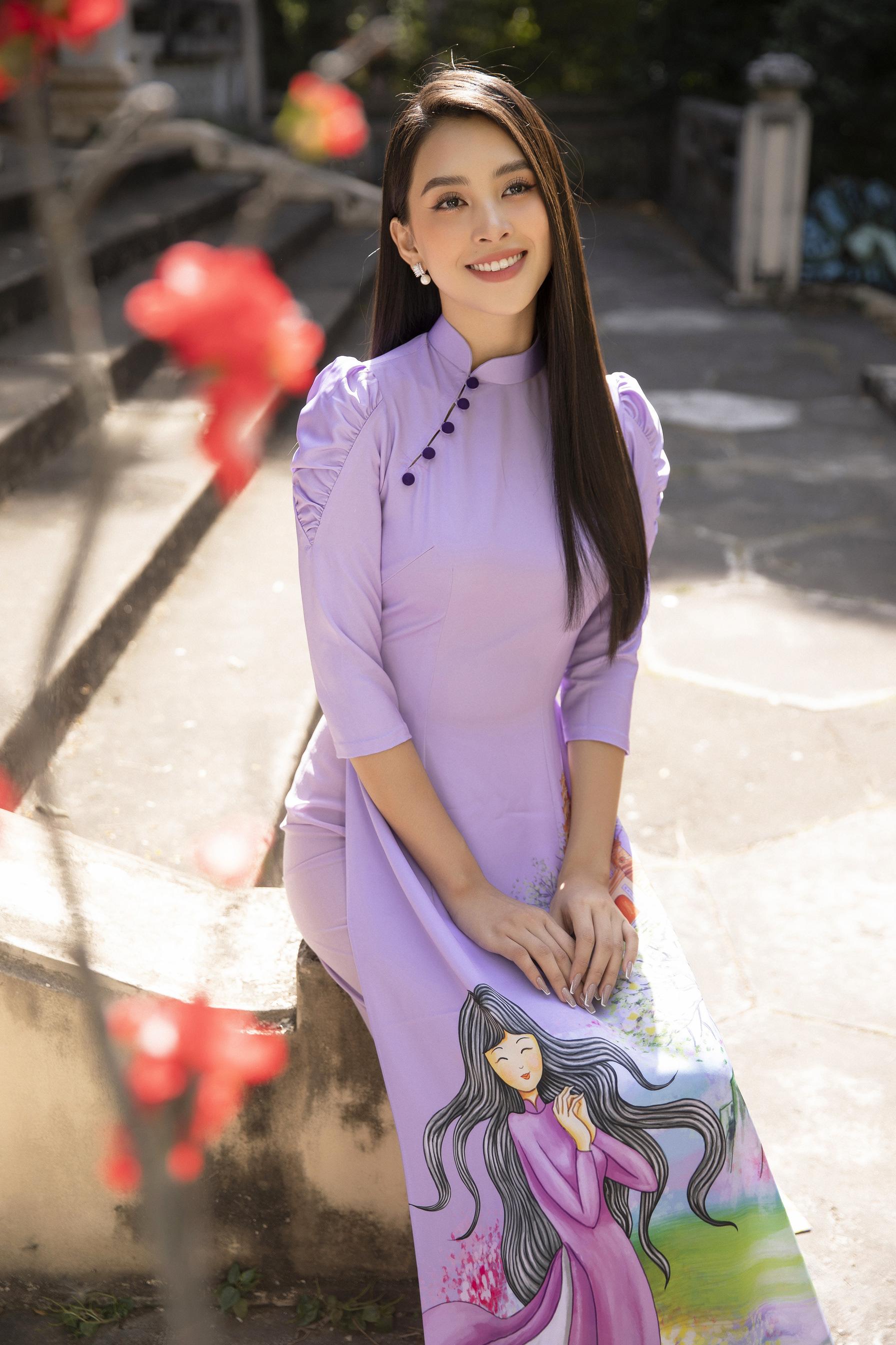 """""""Phát hờn"""" vì Trần Tiểu Vy mặc áo dài xinh đẹp xứng danh đại mỹ nhân cận Tết 2021  - Ảnh 8."""