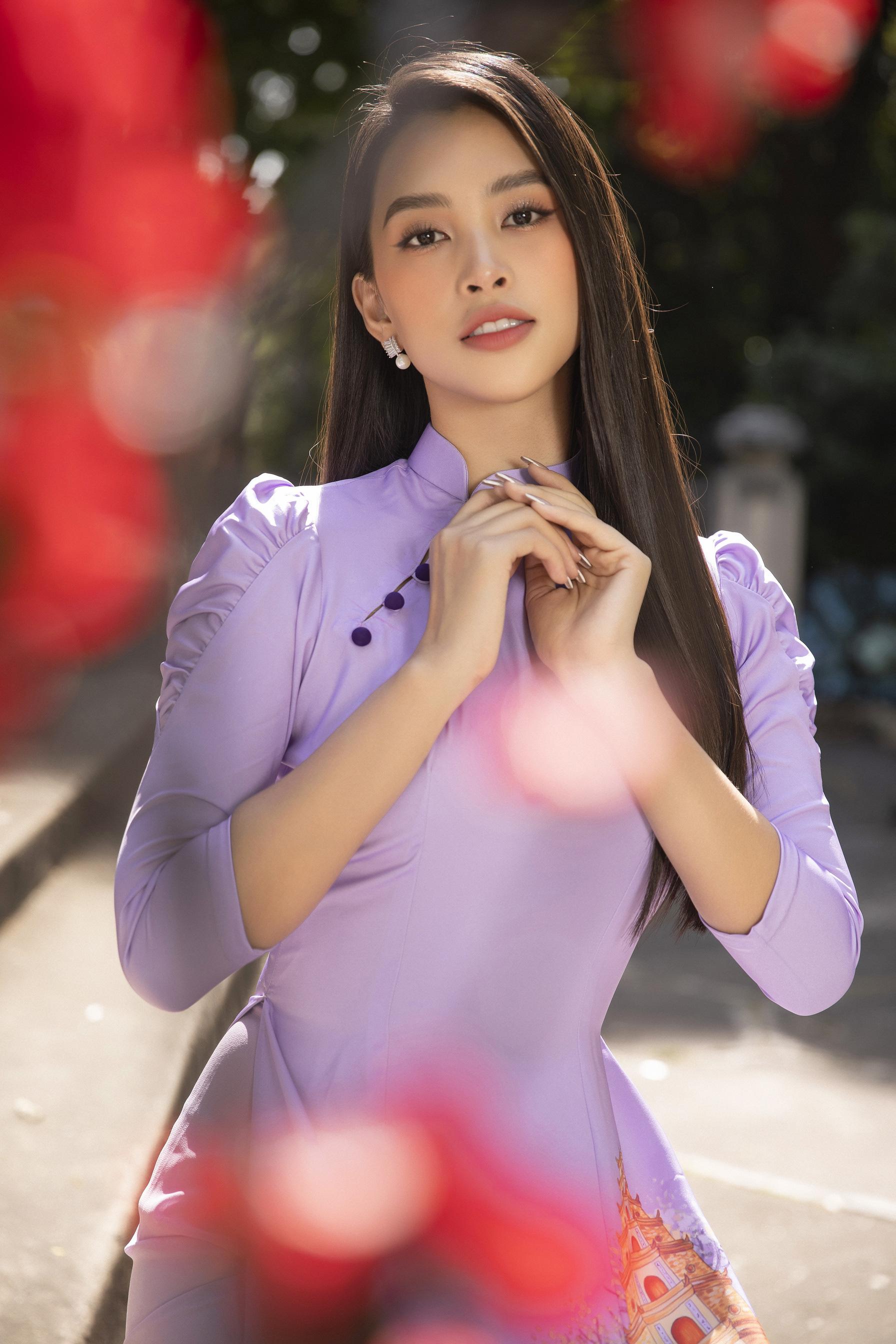 """""""Phát hờn"""" vì Trần Tiểu Vy mặc áo dài xinh đẹp xứng danh đại mỹ nhân cận Tết 2021  - Ảnh 1."""