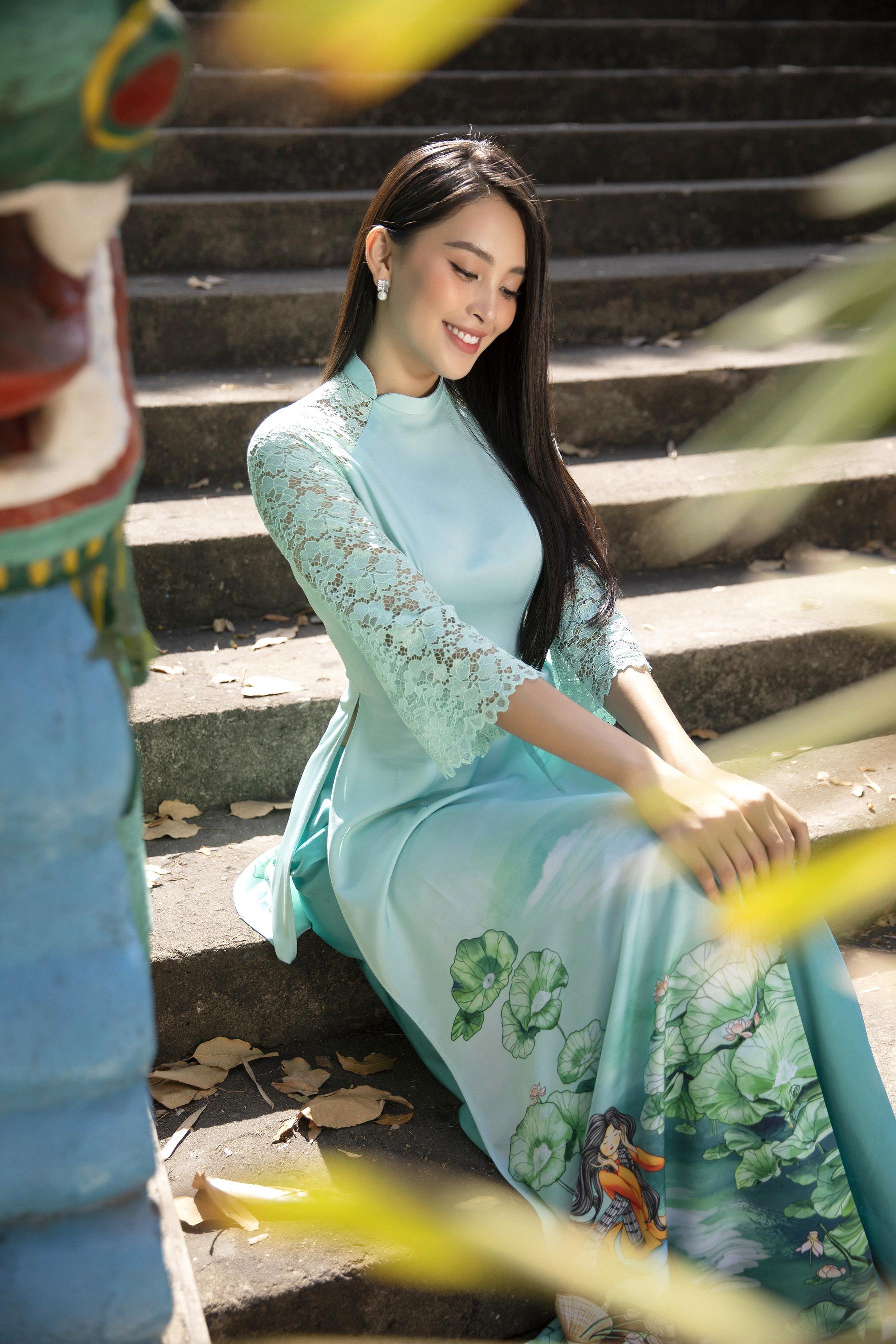 """""""Phát hờn"""" vì Trần Tiểu Vy mặc áo dài xinh đẹp xứng danh đại mỹ nhân cận Tết 2021  - Ảnh 9."""