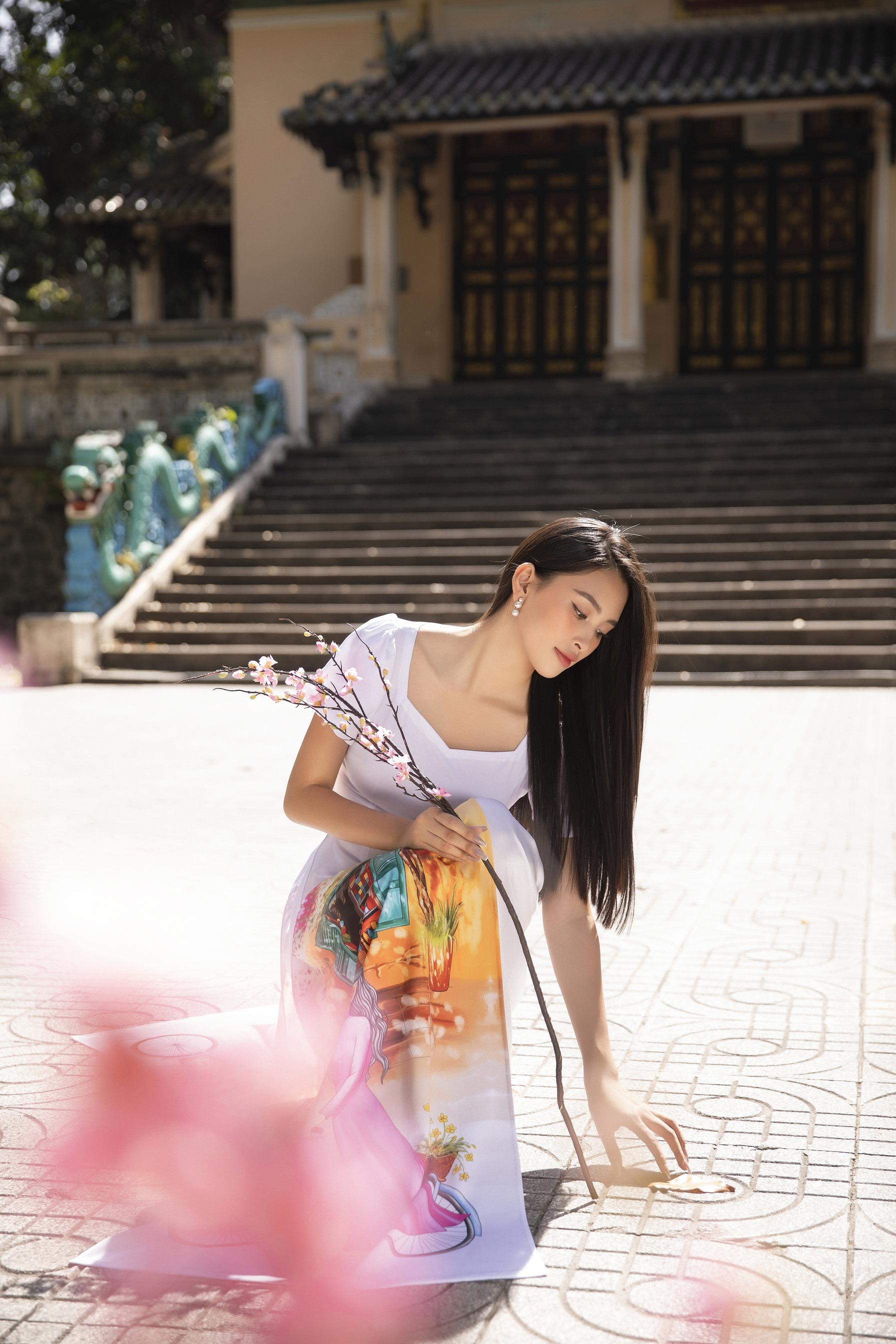 """""""Phát hờn"""" vì Trần Tiểu Vy mặc áo dài xinh đẹp xứng danh đại mỹ nhân cận Tết 2021  - Ảnh 4."""