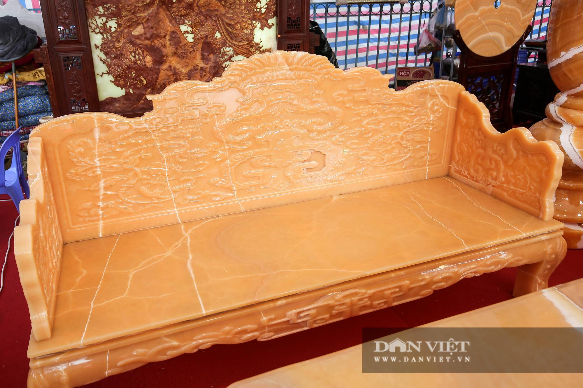 Xôn xao bộ bàn ghế làm bằng ngọc Hoàng Long giá tiền tỷ tại Hà Nội - Ảnh 6.