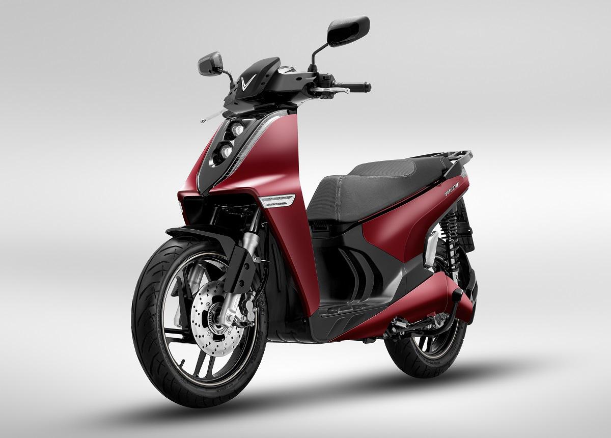 VinFast ra mắt hai dòng xe máy điện mới và công bố mô hình trải nghiệm mua sắm O2O - Ảnh 1.