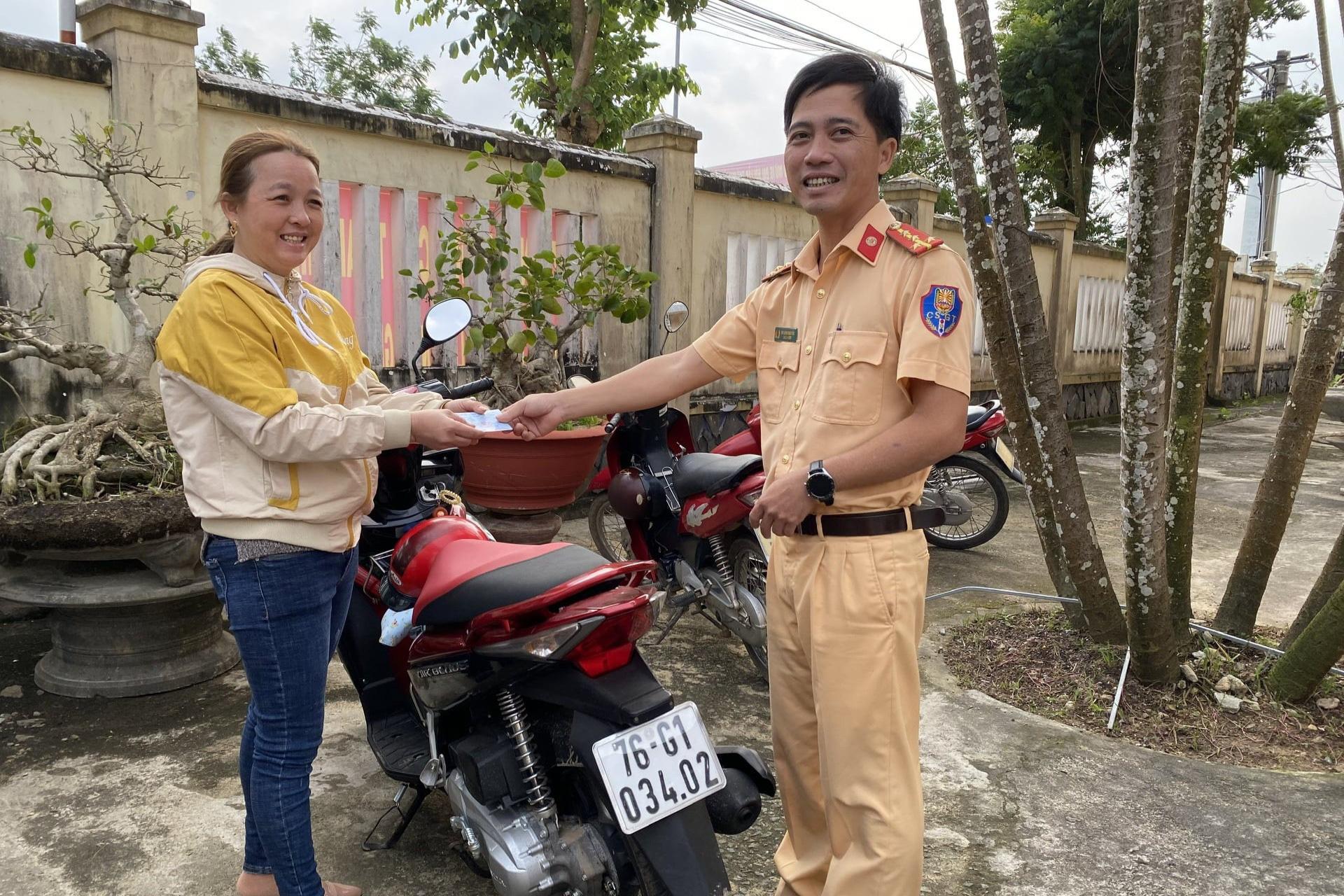 Bất ngờ được nhận lại xe máy bị mất trộm 7 năm trước - Ảnh 1.
