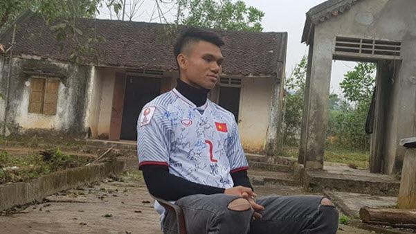 """Cầu thủ """"nghèo"""" nhất U23 Việt Nam cưới vợ: Bán trâu cho con đá bóng - Ảnh 1."""