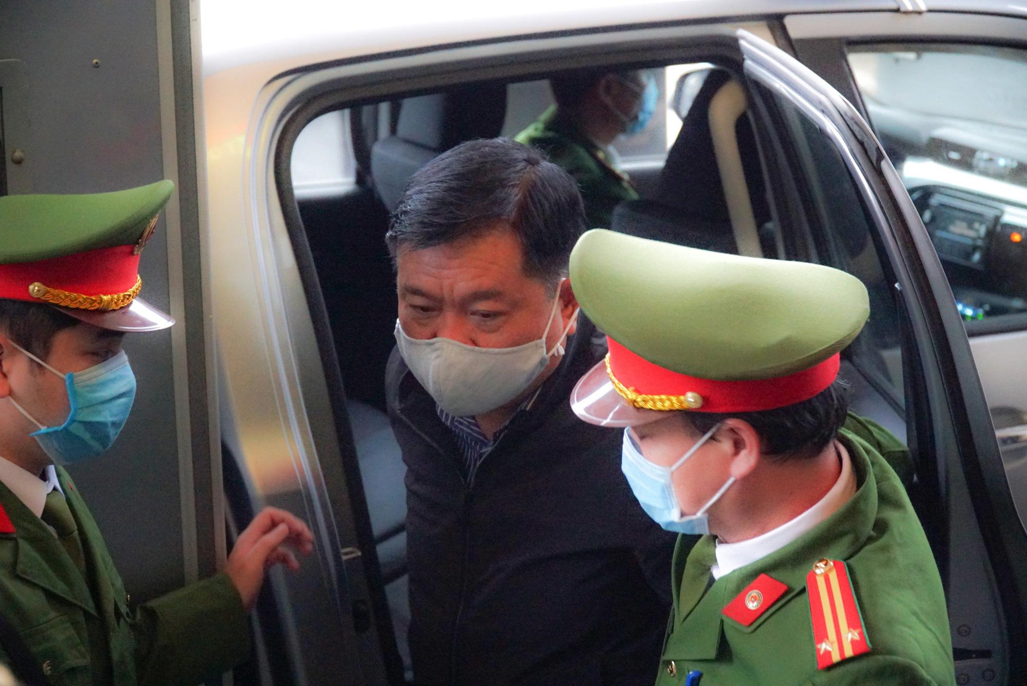 Vừa khai mạc, tòa tuyên hoãn phiên tòa xử ông Đinh La Thăng - Ảnh 1.