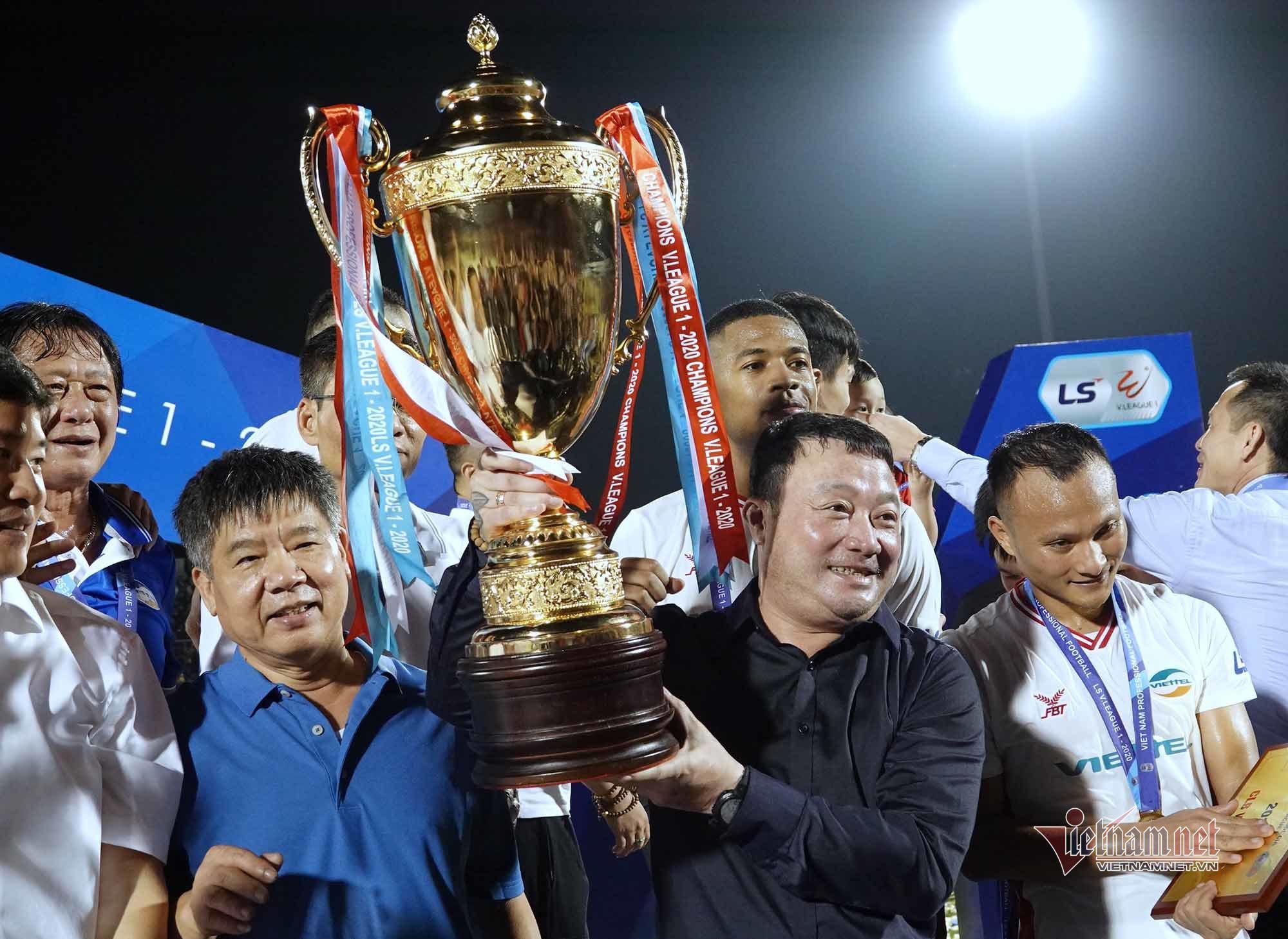 HLV Trương Việt Hoàng là ứng viên cho danh hiệu HLV tiêu biểu toàn quốc 2020.