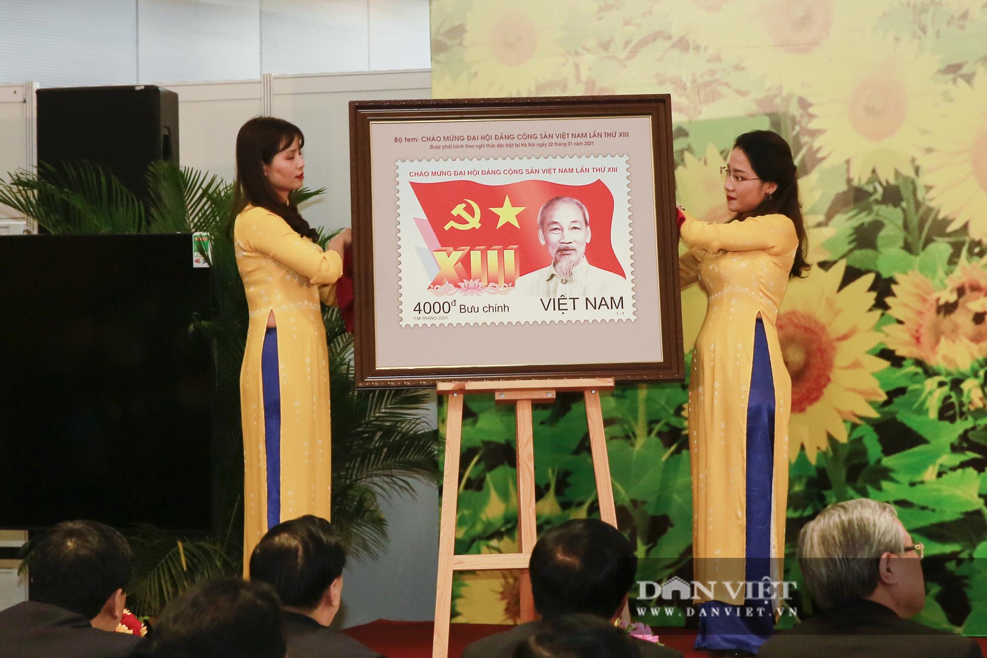 Chính thức phát hành bộ tem bưu chính đặc biệt chào mừng Đại hội Đảng XIII - Ảnh 2.