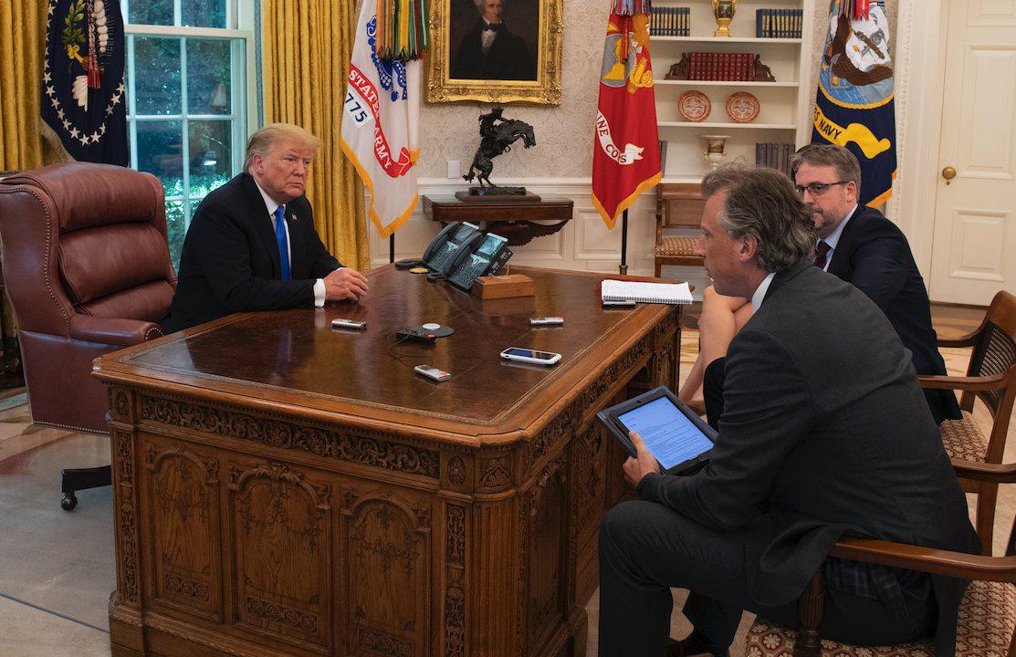 Ông Biden loại bỏ khỏi văn phòng thứ từng gắn bó không thể thiếu của ông Trump trong Nhà Trắng - Ảnh 2.
