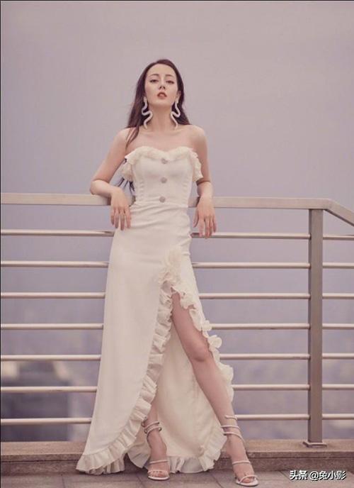 Gu thời trang màu trắng tôn dáng eo thon của Địch Lệ Nhiệt Ba - Ảnh 5.