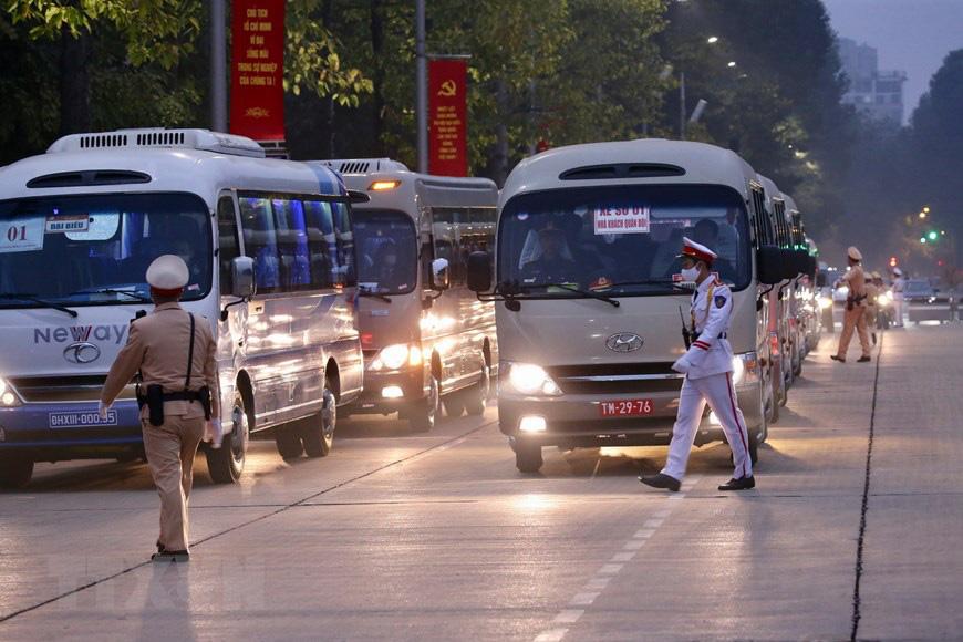 Các đại biểu tham dự các hoạt động của Đại hội đi bằng ô tô chung, kể cả Ủy viên Trung ương - Ảnh 1.