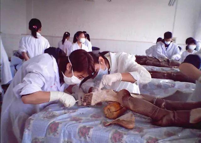 Khai quật mộ cổ Trung Quốc: Tử thi đột ngột 'biến dạng' khiến các nhà khảo cổ khiếp sợ - Chuyện gì vậy? - Ảnh 3.