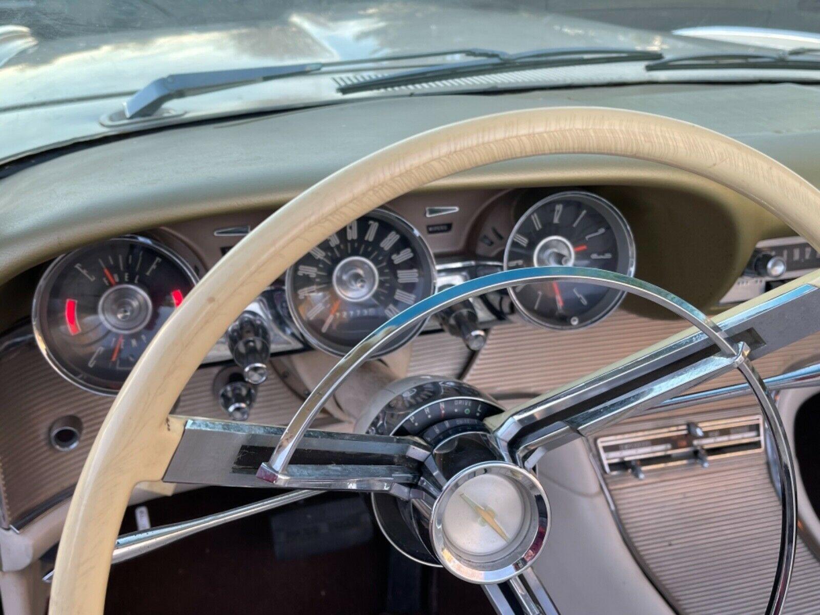 Ford Thunderbird 1962 nguyên bản xuất hiện sau 22 năm - Ảnh 3.