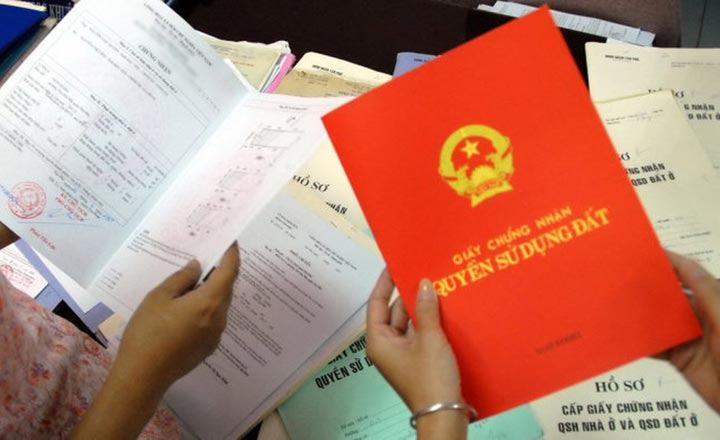 Từ 8/2, chi nhánh văn phòng đăng ký đất đai được tiếp nhận hồ sơ cấp sổ đỏ - Ảnh 1.
