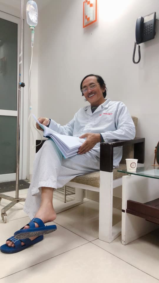 Tuổi U60, nghệ sĩ Giang Còi lẻ bóng sau 2 lần hôn nhân đổ vỡ, mắc ung thư họng vẫn lạc quan - Ảnh 1.