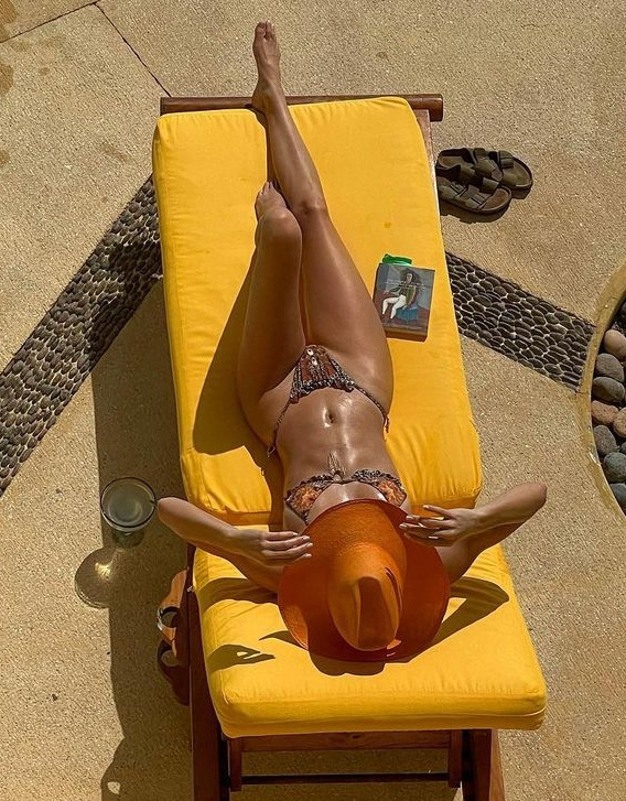 Kendall Jenner diện bikini sexy sau khi công khai bạn trai mới - Ảnh 4.